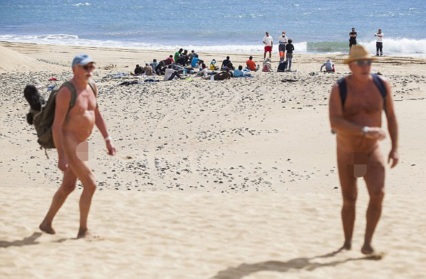 Playa gay desnuda photo